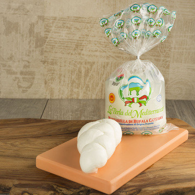 Braided DOP Buffalo Mozzarella from Campania